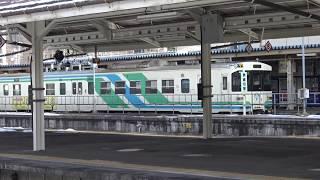 雪が積もる福島駅に停車中の阿武隈急行8100系