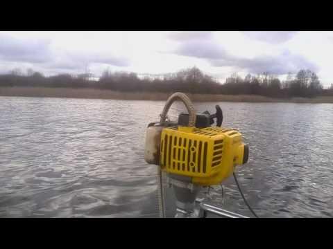 Лодочный мотор из бензотриммера на воде