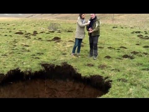 Gigantesca voragine generata dal terremoto in Umbria