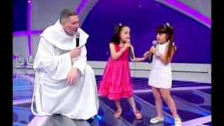 Milena e Padre Marcelo Rossi Canta A Minha Vida é do Mestre no Programa Raul Gil