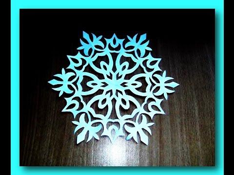 Cмотреть Как сложить бумагу для снежинки / How to fold paper snowflakes