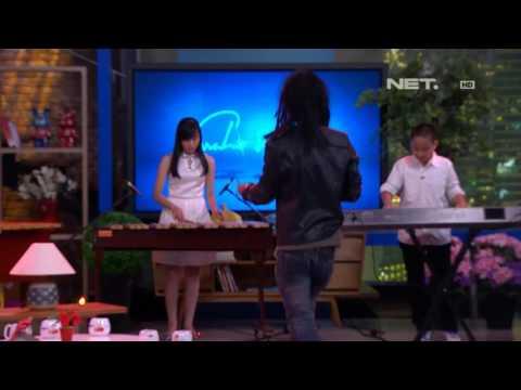 Ipang Lazuardi Ft. Cool! Lintang - Sahabat Kecil ( Live at Sarah Sechan )