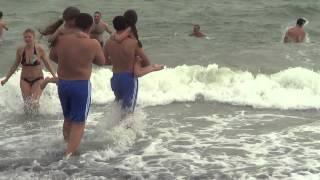 o1.ua - Массовое купание на крещение(В 14:00 Свято-Ильинский Мужской Монастырь организовал купание на пляже «Ланжерон». Тут были установлены разд..., 2013-01-19T13:43:04.000Z)