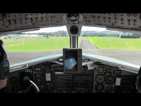 Douglas DC-3 ► Cockpit view taxiing ✈ Ardmore Airport