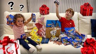 PRESENTES QUE O MARCOS E A LAURA GANHARAM DE INSCRITOS!! Brinquedos e Cartas