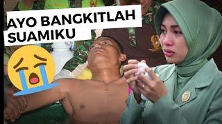 Cover images Meneteskan air mata setelah menonton perjuangan TNI AD...