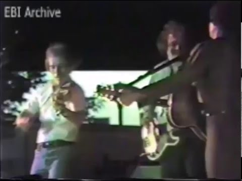 Everly Brothers International Archive : Phil Everly Live at Long Beach (1982)   part 2