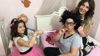 Masal Perisi Çirkin Kızın Her İstediğini Sihirle Yapıyor Saçı Uzuyor Makyaj Yapıyor