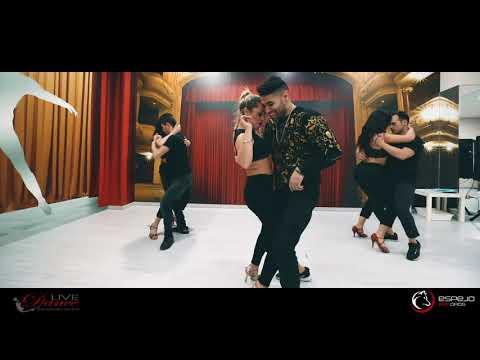GRUPO EXTRA /  ME LA COMO A BESOS –  Grupo Esencia bachata dancing 2019 / Love dance
