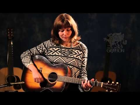 1945 Martin 000-18 demonstrated by Molly Tuttle |