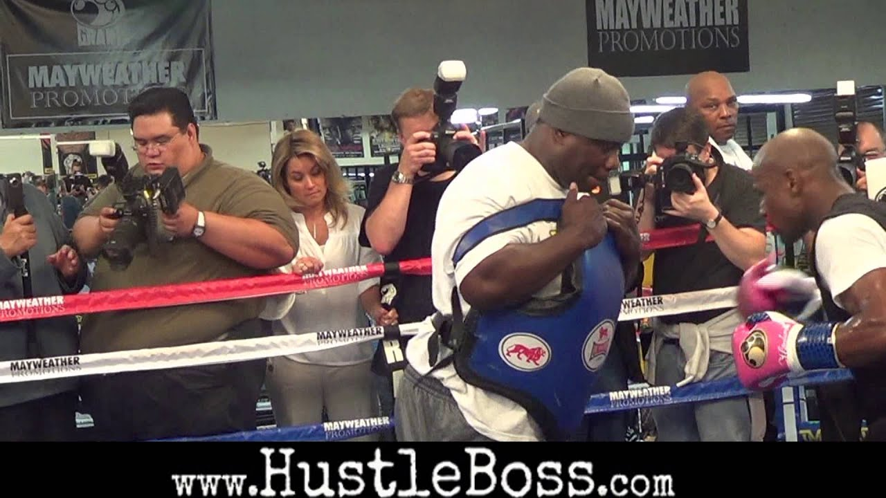 Floyd Mayweather Ripping Shots On The Body Bag With Longtime Friend Nate Jones