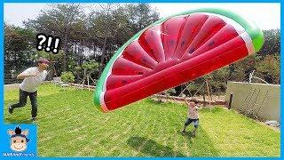 초대형 수박 잡아라! 벌칙은 물세례? (몸개그주의ㅋ) ♡ 꿀잼 물놀이 챌린지 놀이 giant watermelon challenge | 말이야와친구들 MariAndFriends