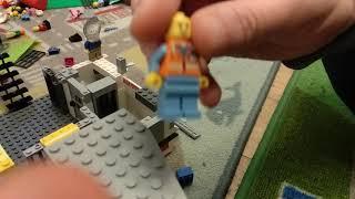 Боб убивает акулу в Лего Сити, а рядом тюрьма Лего. Мультик