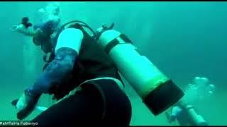 Pengibaran bendera merah putih bawah laut