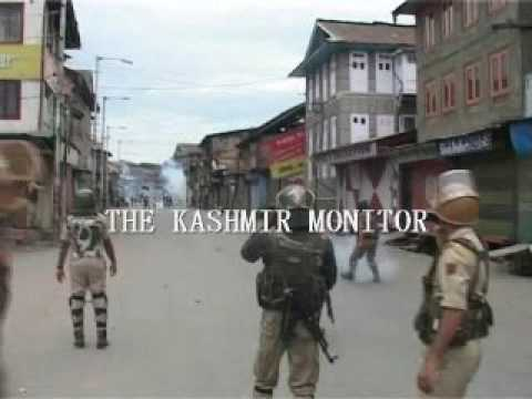 #Kashmir unrest: Protesters clash with forces in downtown Srinagar