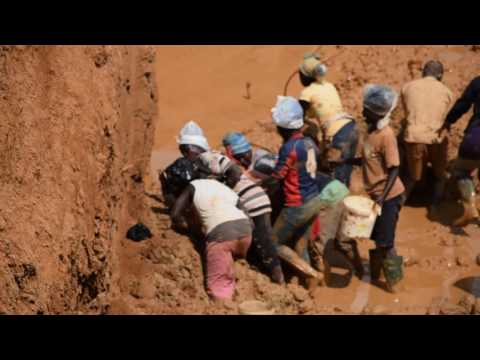 Ladies fought over Gold in the Mine, Ghana
