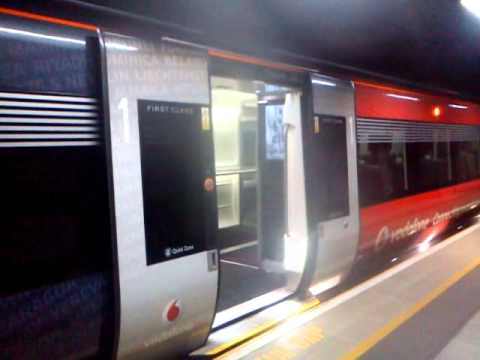 Class 332 Siemens Heathrow Express Doors Closing & Class 332 Siemens Heathrow Express Doors Closing - YouTube