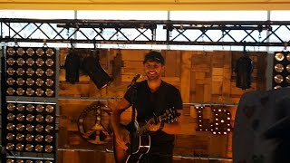 Luke Bryan Acoustic, VIP Lounge, Strip it down