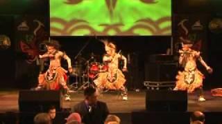 TRADITIONAL DANCE RUMINGKANG FUNKY PAPUA PADA ACARA PMI DI DEN HAAG BELANDA