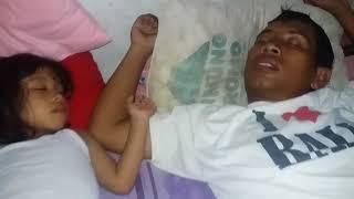 Download Video Bapak anak sma kalo tidur MP3 3GP MP4