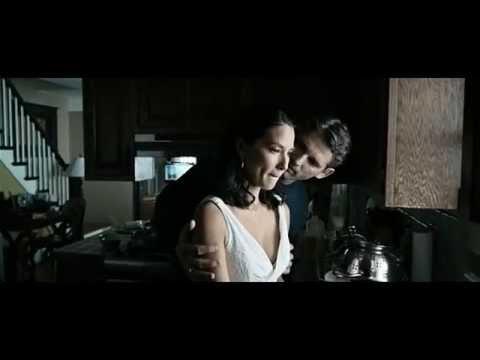 Hot Kiss  Eric Bana and Olivia Munn 2