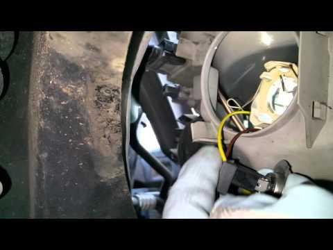 Lampenwechsel bei Mercedes A Klasse Abblendlicht (H7)