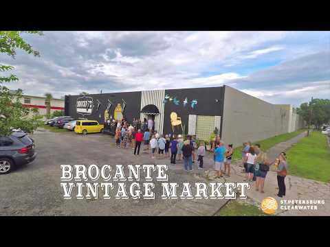 shopping-vintage-at-brocante-market-in-st.-pete