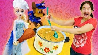 Веселая Школа с куклами Сказочный Патруль и Эльза. Учимся варить суп для игрушек