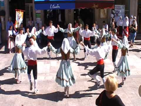 Catalonian traditional folk dance: Bolangera de Roses