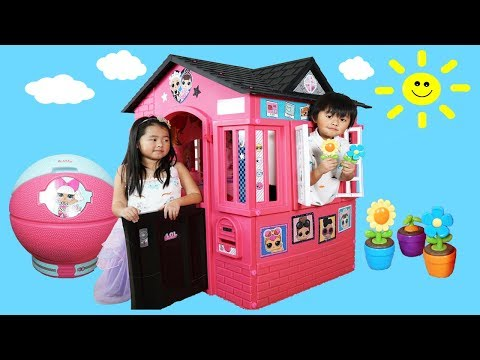 New Playhouse and Pretend Play Cooking Food on Kitchen Toy