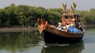 Boat Setting off from Fazerganj harbour