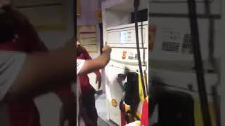 Shell petrol pump shahra e faisal petrol chor awam k hattey char gaya 😲🤓😂🤣😂🤣😉