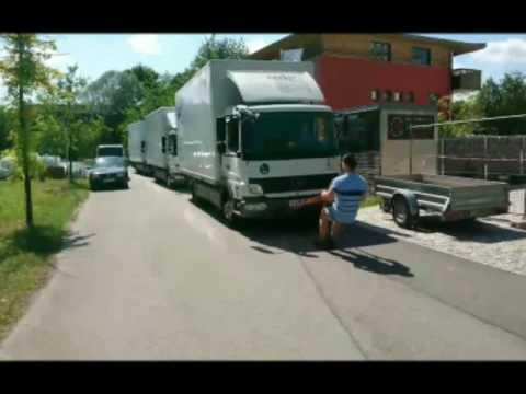 Ronel Huştiuc trage 3 camioane după el
