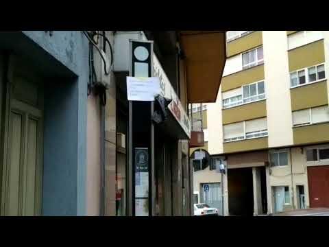 Curiosa protesta en Lugo contra el dueño de un perro que no recoge las heces