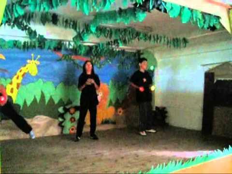 Actuación de circo de alumnado del Colegio Jesús Cancio de Santander