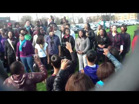 Cleveland School Of Arts Alumni performs Sing Noel
