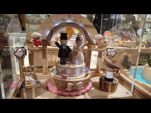 Music box series 2 - Wedding cake topper bride and groom
