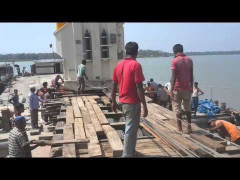 AMMS Logistics : Unloading From Barge to Low Bed Trailer