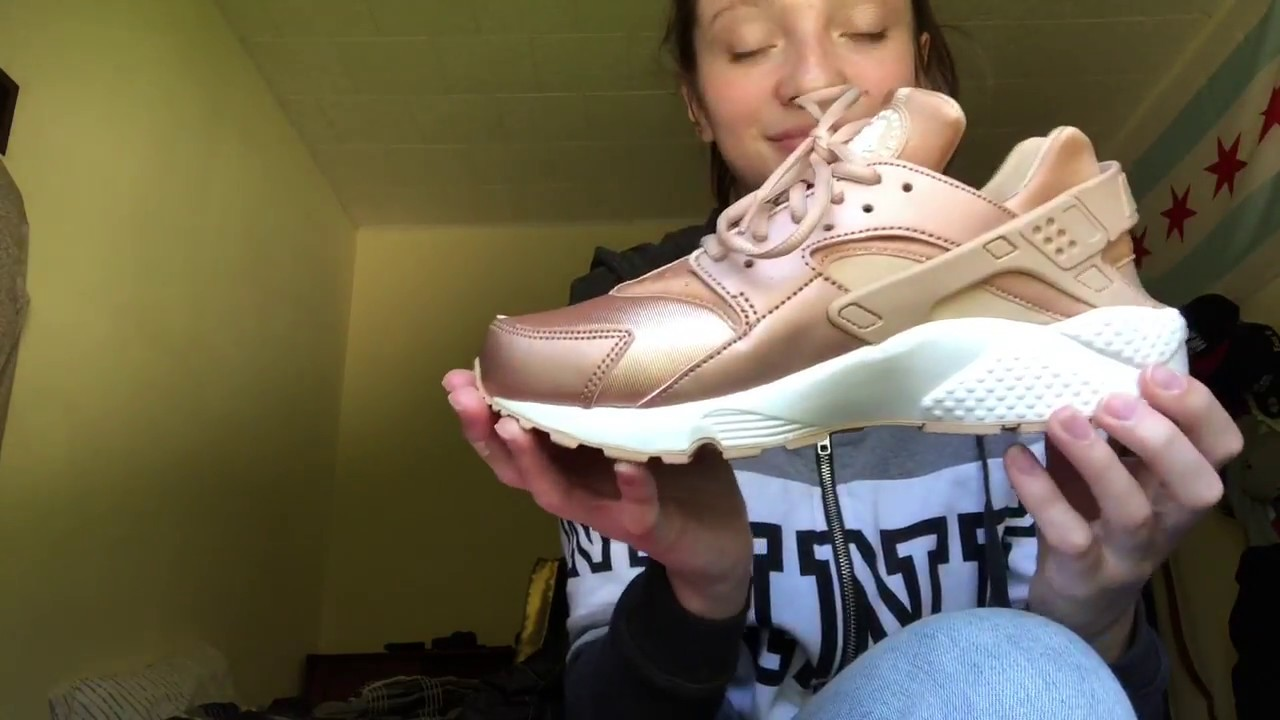 sports shoes 3b273 dbceb Limited Edition Rose Gold Nike Huaraches