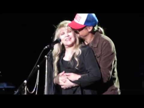 """Stevie Nicks dedicates """"Landslide"""" to Kid Rock and gets a surprise!"""