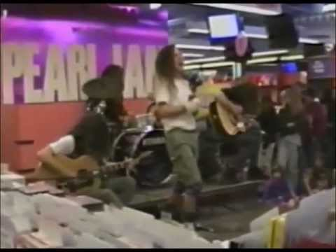 Casey (WDTW) - Watch Pearl Jam Play A Tower Records In 1991
