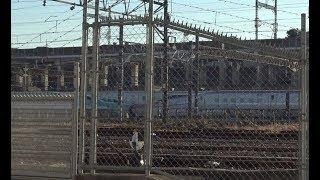 車両基地から動き出した北海道新幹線H5系+秋田新幹線E6系(東京新幹線車両センター)