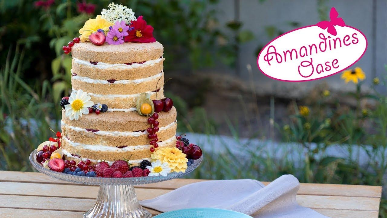 Naked Cake Hochzeitstorte Mit Beeren Und Frischen Sommerblumen