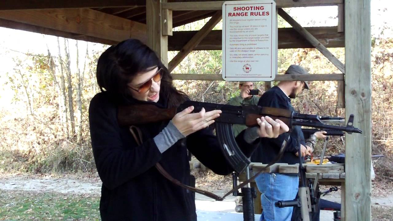 Girl shooting AK-47 - YouTube