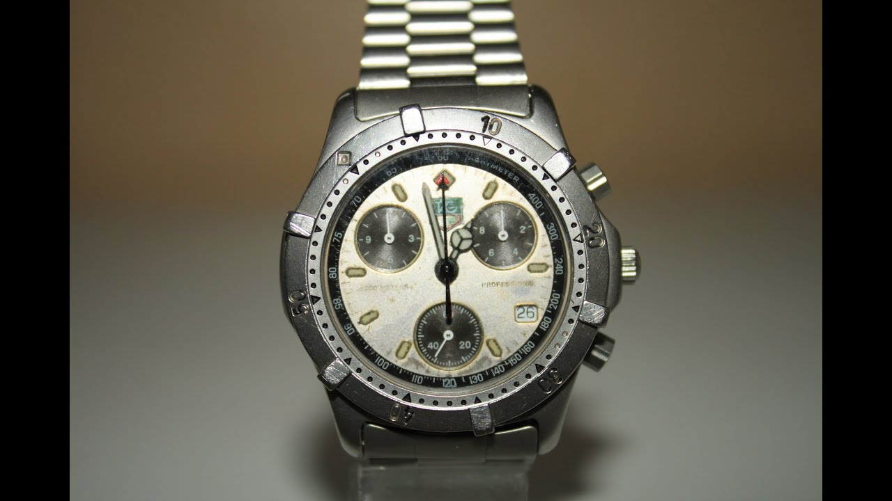 checking the battery life on a tag heuer professional 2000 series r chronograph model. Black Bedroom Furniture Sets. Home Design Ideas