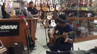 Khalid Mobin testing Yamaha APX @ MG Mall Jakarta