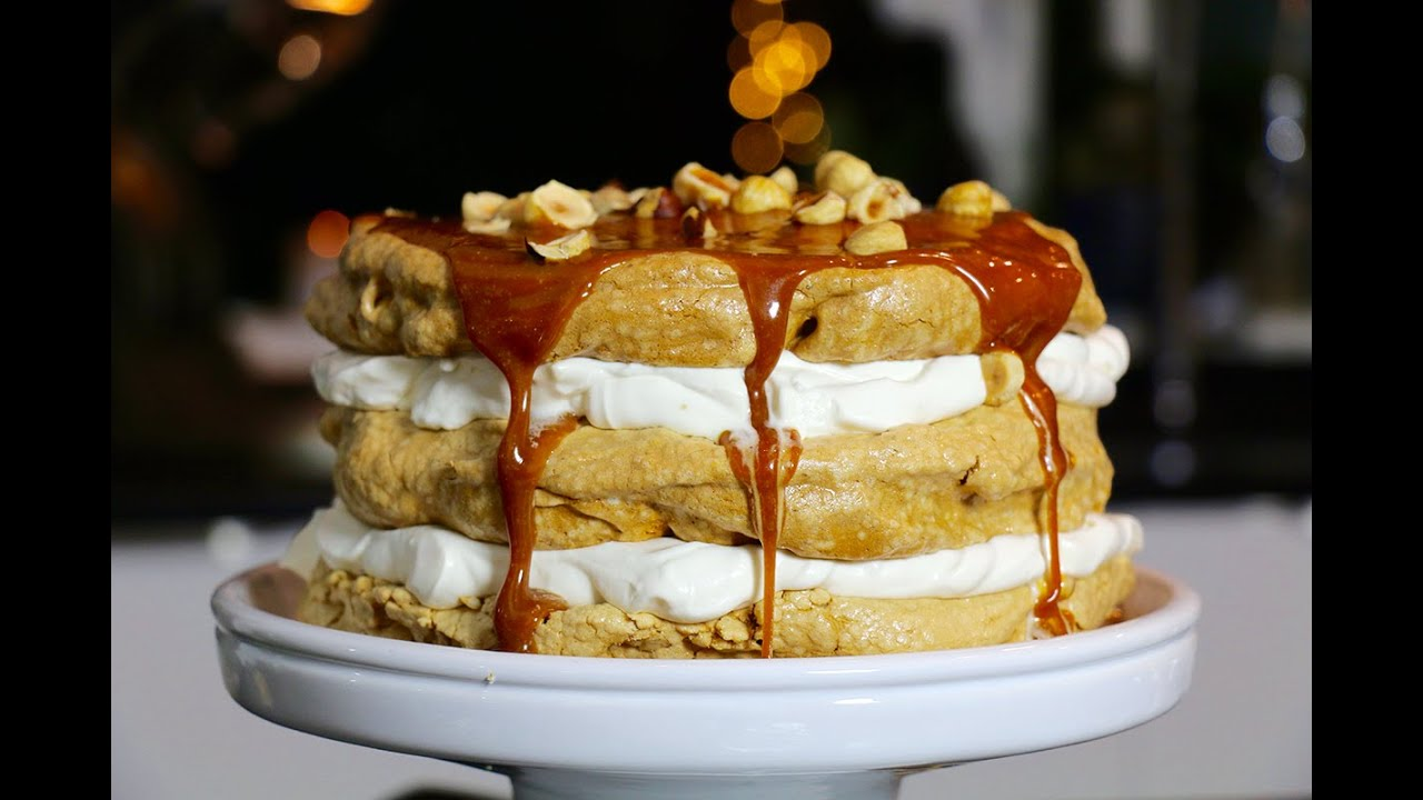 Gros g teau meringue de no l caramel et noisette youtube - Herve cuisine buche de noel ...