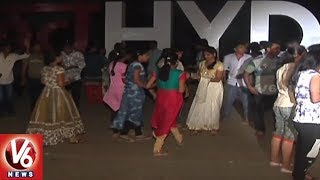 Youth Celebrates Valentine's Day At Necklace Road In Hyderabad | V6 News