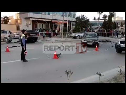 Report TV - Aksident në Vlorë, përplasen 4 makina, njëra përmbyset