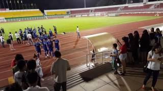 Công Phượng cùng đội U23 bị bao vây bởi fan hâm mộ tại Thống Nhất 2017